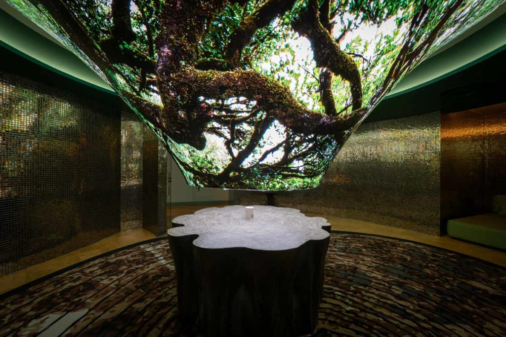 tree lamp in Savoy Palace